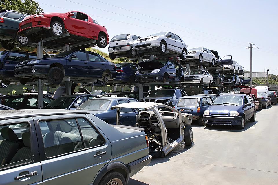 demolire un'auto