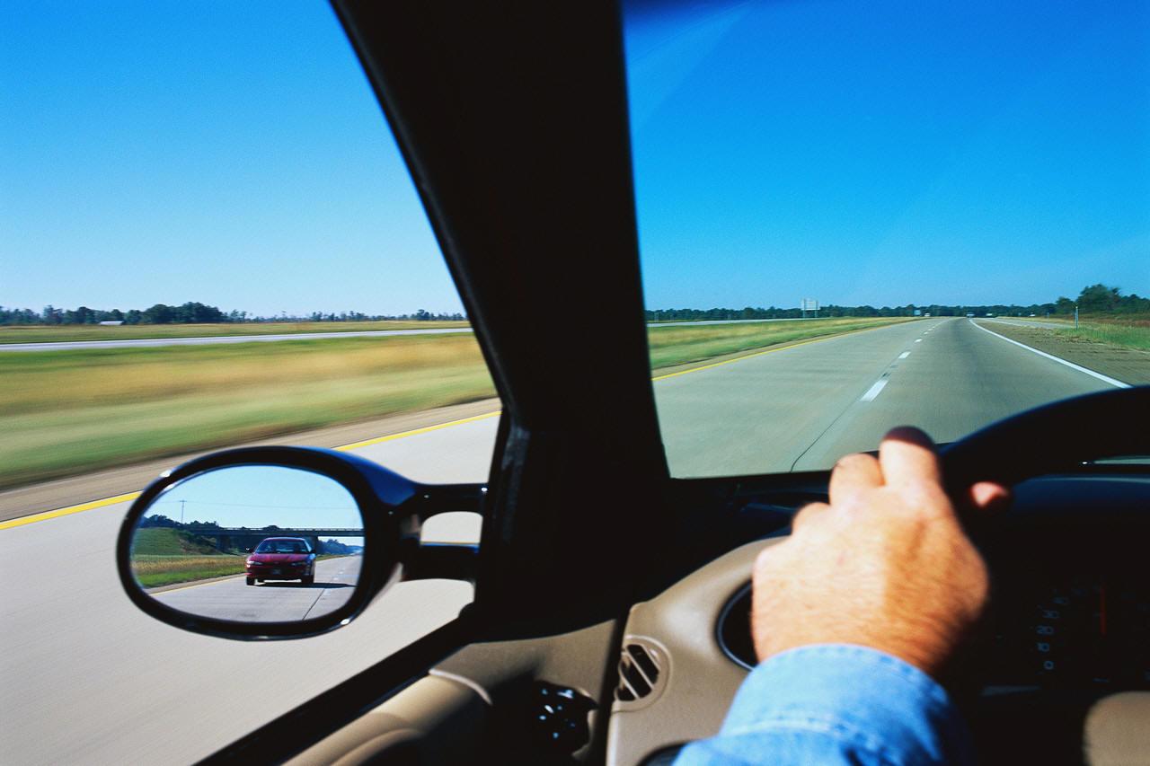 auto sbanda a destra