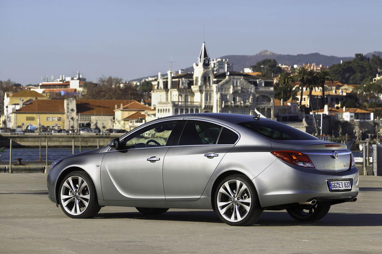 Giuda ai motori dell'Opel Insignia 2013 Recensioni