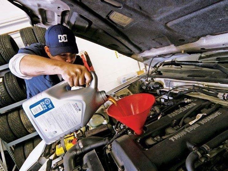 Cambio olio motore auto: come farlo da soli Manutenzione